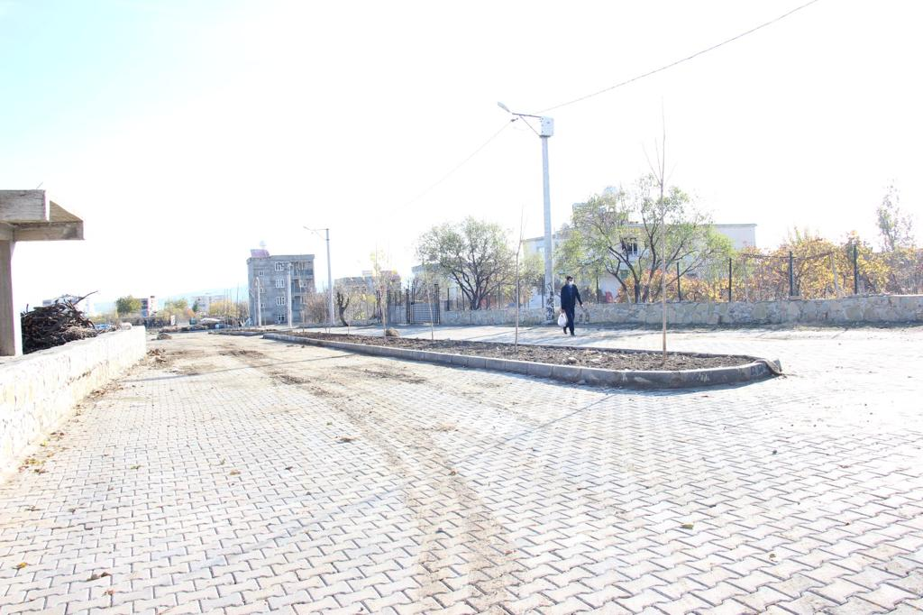 Fen İşleri Müdürlüğümüz Tarafından İlçe Ve Mahallelerimizde Kilitli Parke Döşeme Çalışmaları Devam Ediyor